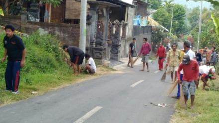 Kegiatan Bulan Bakti Gotong Royong Desa Menyali