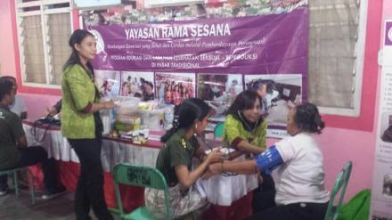 Pemeriksaan Kesehatan Gratis Bagi Masyarakat Oleh KKN Unud dan Yayasan Rama Sesana