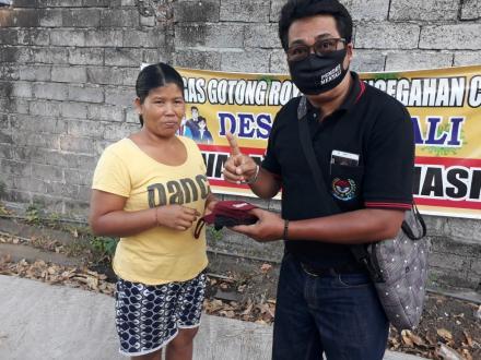 Gerakan Wajib Masker, Pemdes Menyali Bagikan Masker Ke Warga