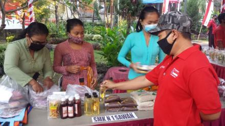 Pasar Gotong Royong Krama Bali di Kantor Camat Sawan