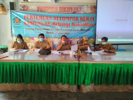 Pertemuan Kelompok Kerja Kampung KB (Keluarga Berkualitas)